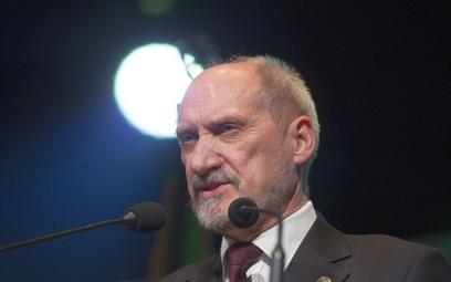 Macierewicz: Brutalny atak wychodzi ze strony ludzi, którzy często wspierali pedofilię