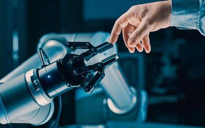 Robotyzacja jest już standardem w niektórych branżach. Przynosi oszczędności i zwiększa efektywność