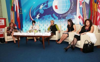 Podczas dyskusji przytoczono dane mówiące, że tylko 45 proc. pań w Polsce jest aktywnych zawodowo, a