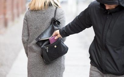 W razie utraty portfela z dokumentami, trzeba je jak najszybciej zastrzec i zgłosić sprawę na policj
