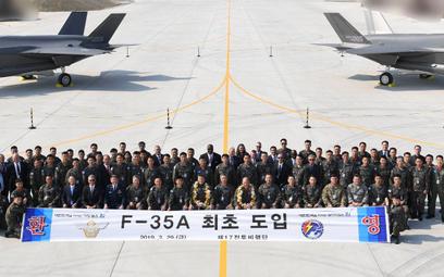 Do południowokoreańskiej bazy Cheongju dotarły dwa pierwsze samoloty wielozadaniowe F-35A. Fot. Mini