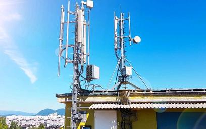 Maszty sieci komórkowych budzą protesty. Ale zasięg w telefonie chce mieć każdy
