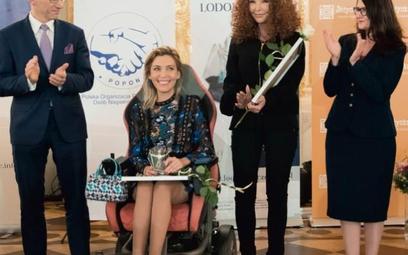 Agata Roczniak, laureatka tegorocznej nagrody Lodołamacza Specjalnego (na wózku) prowadzi bardzo akt