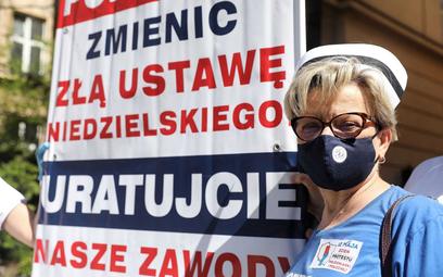 Przewodnicząca Ogólnopolskiego Związku Zawodowego Pielęgniarek i Położnych Krystyna Ptok podczas maj