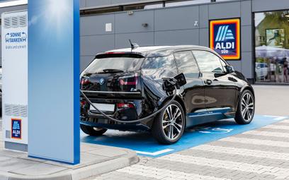 Niemcy nadal kupują mało aut elektrycznych. Jakie wybierają najchętniej