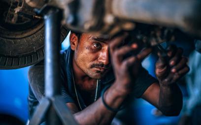 Fala migracyjna studzi presję na rynku pracy