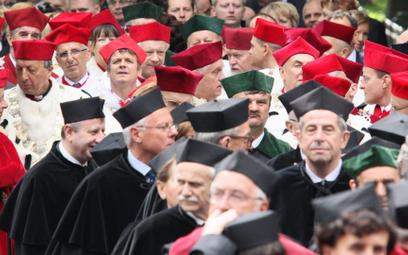 Rzecznik o zwolnieniach krakowskich profesorów