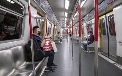 Metro w Hongkongu opustoszało po wybuchu epidemii