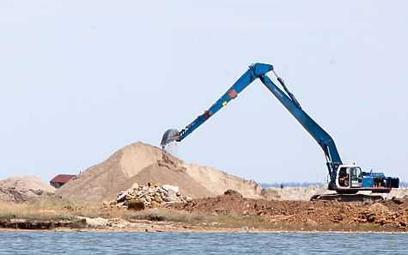 Rozkradana plaża koło krymskiej Eupatorii