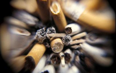 Nowe przepisy nakładają na koncerny tytoniowe obowiązek produkcji tzw. samogasnących papierosów