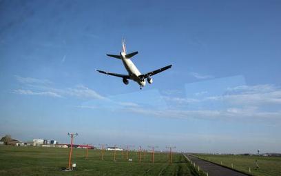Lotniska liczą na czartery, biura podróży studzą entuzjazm
