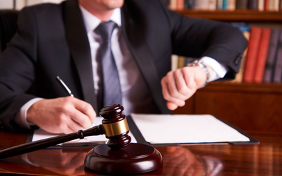 Adwokat o przewlekości w sądach: powolnemu sędziemu czasem trzeba się naprzykrzać