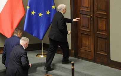 Jarosław Kaczyński nie wypełnił rejestru korzyści. Nie on jeden