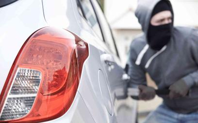 Mężczyzna ukradł samochód z salonu po czym po kilku dniach przyszedł go tam sprzedać
