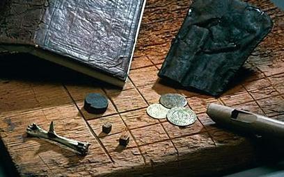 Sakiewka, pieniądze, kości do gry