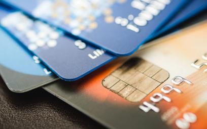 mBank chciał przedziwnego powiązania opłaty za kartę