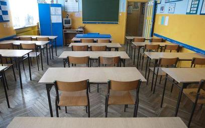 Zwolnienia dyscyplinarne nauczycieli nadal są wazne