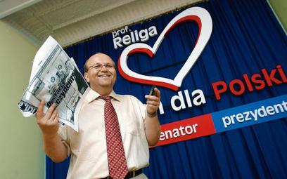 Profesor Religa poszukiwał osoby, która by opowiedziała wyborcom, o co mu właściwie chodzi. Na zdjęc