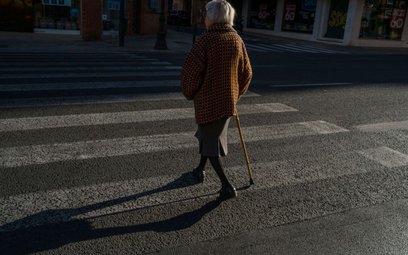 Odszkodowania: z wysepki na jezdnię trzeba wchodzić ostrożnie - Sąd Najwyższy o przyczynieniu się do szkody