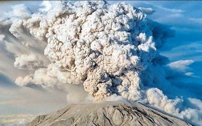 Podczas wybuchu wulkan może wyrzucić do atmosfery kilometry sześcienne popiołów. Na zdjęciu wulkan S