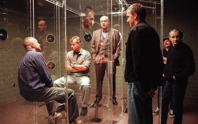 """Scena z filmu """"Operacja Samum"""": Bogusław Linda (grał postać wzorowaną na Czempińskim), Olaf Lubaszen"""