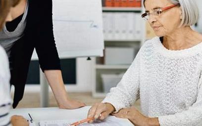 Korzyścią z zatrudnienia osoby starszej jest jej doświadczenie idyspozycyjność