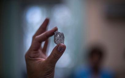 Nieoszlifowany diament z Jakucji