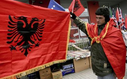 Albańska flaga w Prisztinie
