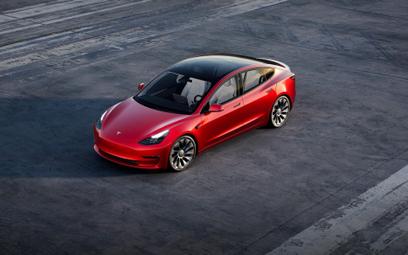 Test praktyczny zasięgu aut elektrycznych. Tesla i Mustang na czele