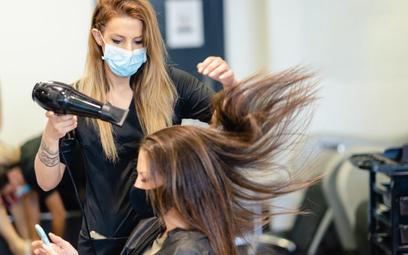Kasa online obowiązkowa już też u fryzjera i prawnika