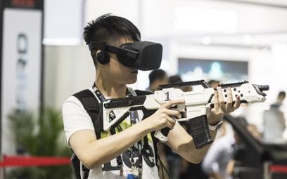 Gra z wykorzystaniem technologii wirtualnej rzeczywistości, CES Asia 2018 w Szanghaju.