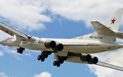 """Dwa rosyjskie bombowce Tu-160 w strefie identyfikacyjnej Kanady. """"Regularne loty"""""""