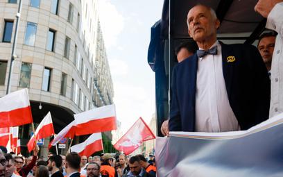 Janusz Korwin-Mikke i jego propozycje podobają się głównie tym, którzy będą głosować pierwszy raz