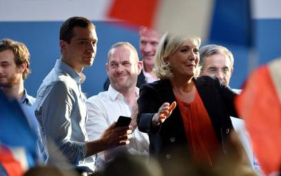 Francuzi o wiele liczniej niż pięć lat temu ruszyli do urn i poparli Zjednoczenie Narodowe zMarine