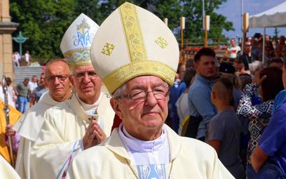 """Arcybiskup Głódź sołtysem. """"To nie jest funkcja rządowa"""""""