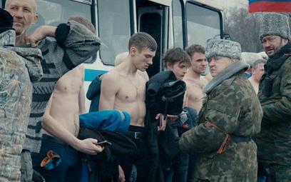 """""""Donbas"""" pokazuje jedynie to, co wydarzyło się w realnym życiu. Film od piątku na ekranach"""