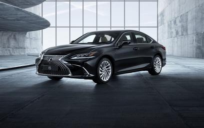Lexus ES: Z przednim napędem