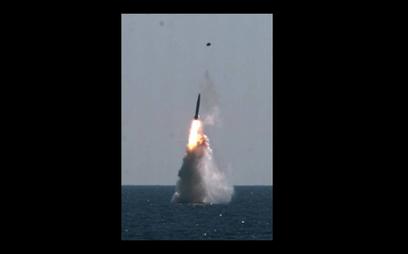 Zdjęcie z testu południowokoreańskiej rakiety SLBM