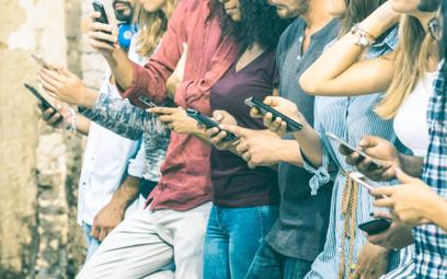 Telefon na kartę coraz bardziej podobny do abonamentu