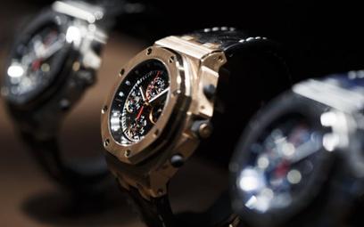 Polacy inwestują w zegarki