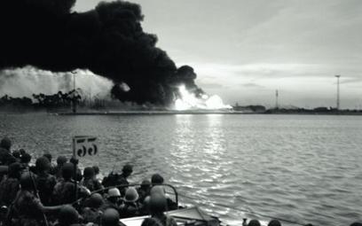 Oddziały brytyjskie oczekują na desant w pobliżu Port Saidu, 5 listopada 1956 r.