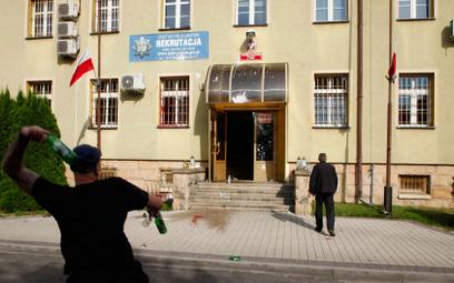 Protest przed komendą policji w Lubinie po śmierci zatrzymanego