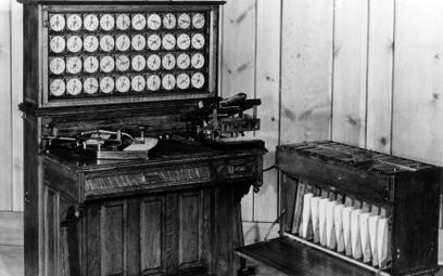 Maszyna licząco-analityczna Hermana Holleritha (użyto jej w USA m.in. w 1890 r. do sprawnego przetwo