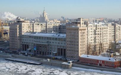 Mieszkania w bloku przy ul. Sierafimowicza 2 stanowią obecnie prestiżowy i jeden z droższych adresów