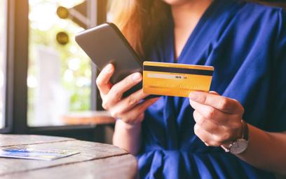 Karta płatnicza męża nie dla żony. Bank może ją zablokować