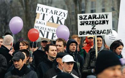 Pikieta przeciwko budowie meczetu, 27 marca w Warszawie