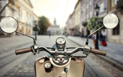 Skutery będą napędzane silnikami benzynowymi albo elektrycznymi.