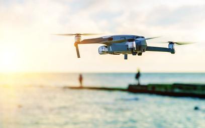 Drony nad Majorką – skontrolują odstępy na plażach