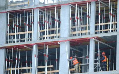 Klienci szukają przede wszystkim mieszkań w niskich cenach, mniej ważna jest szybkość budowania