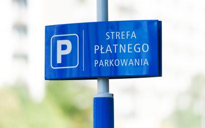 Rosną strefy płatnego parkowania. A kierowcy płaczą i płacą